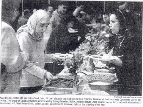 Bellevue mayor breaks bread with Muslims 1